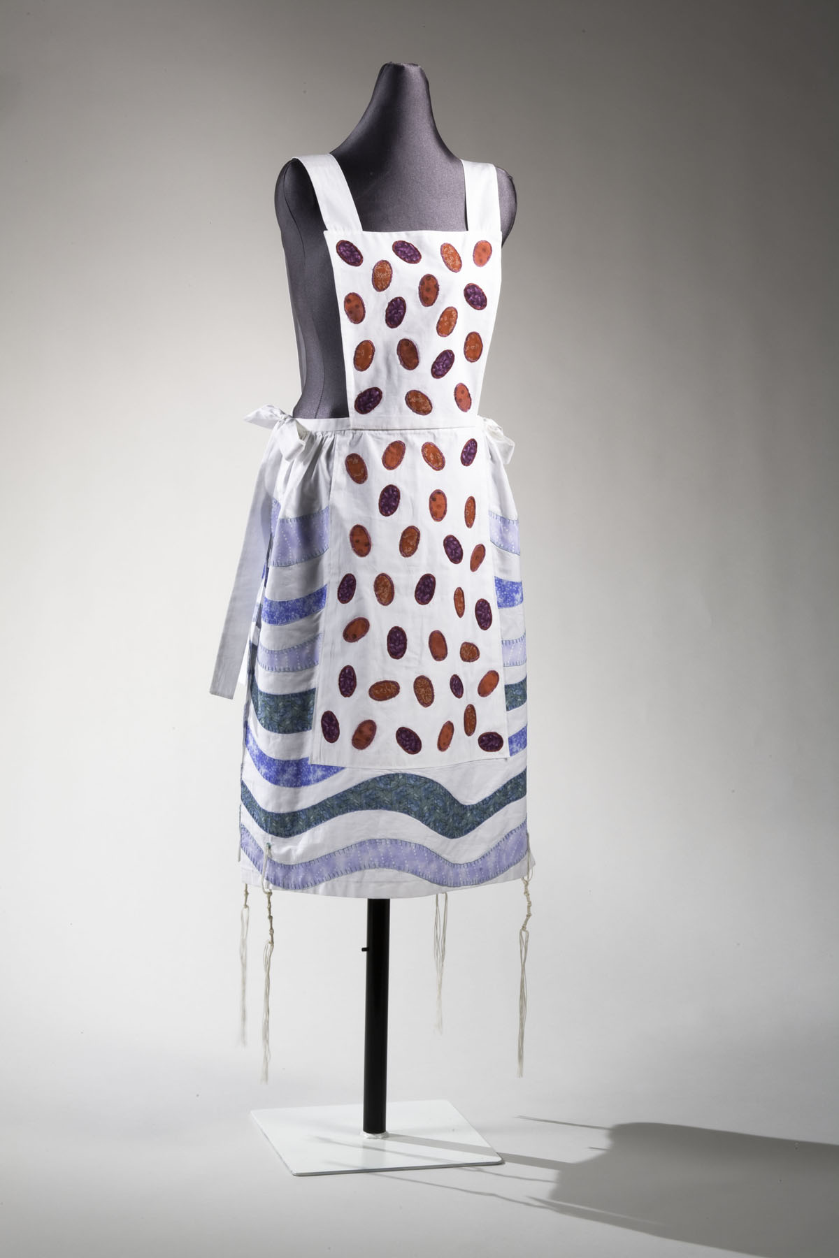 Fringed Garment (2005), cotton: stitched and appliquéd by Rachel Kanter Courtesy The Jewish Museum