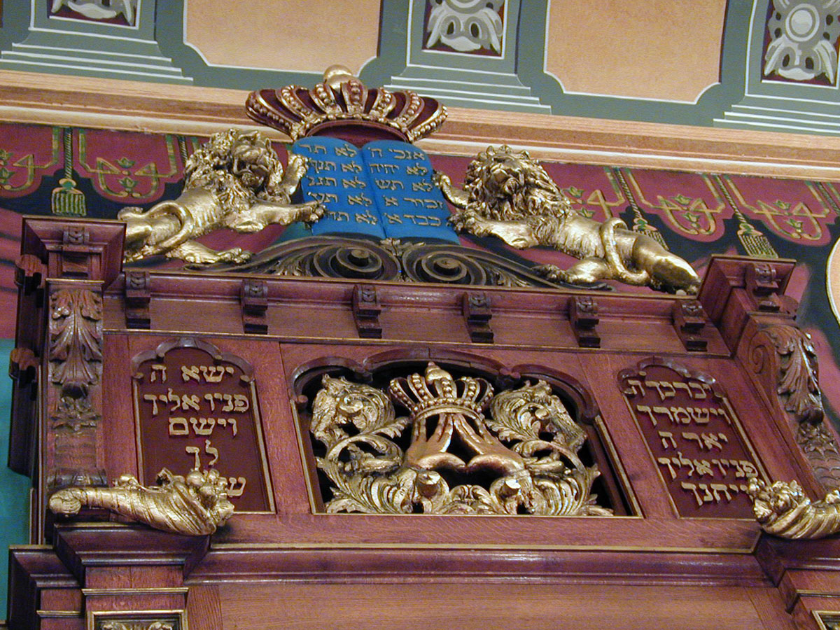 Ark with Blue Tablets of the Law - The Bialystoker Synagogue