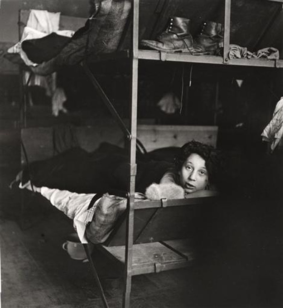 Nettie Stub (1938) photograph by Roman Vishniac © Mara Vishniac Kohn. Courtesy International Center of Photography